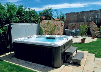 sundance-hot-tub-backyard-cover-installation-in-wichita
